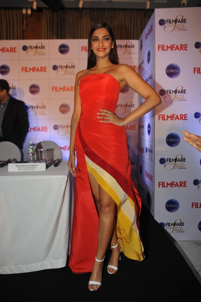 Sonam-Kapoor-at-Ciroc-Filmfare-Glamour-n-Style-Awards-Press-Conference-Pictures-Photos-4