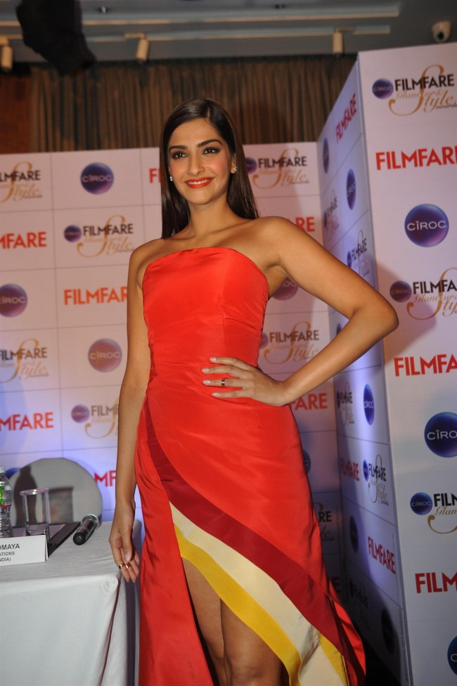 Sonam-Kapoor-at-Ciroc-Filmfare-Glamour-n-Style-Awards-Press-Conference-Pictures-Photos-5