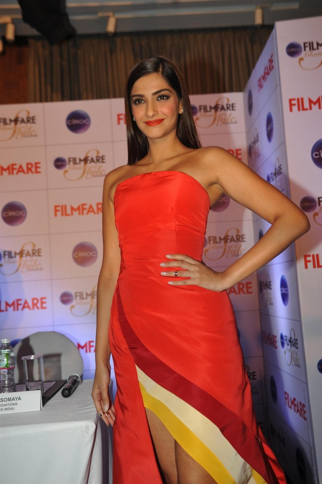 Sonam-Kapoor-at-Ciroc-Filmfare-Glamour-n-Style-Awards-Press-Conference-Pictures-Photos-6