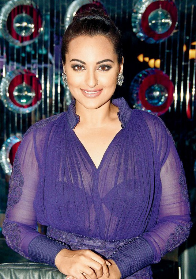 Sonakshi Sinha Bollywood-Indian Movies Actress-Model Wear New Fashion Dress-3